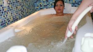 Baño con ducha subacuática